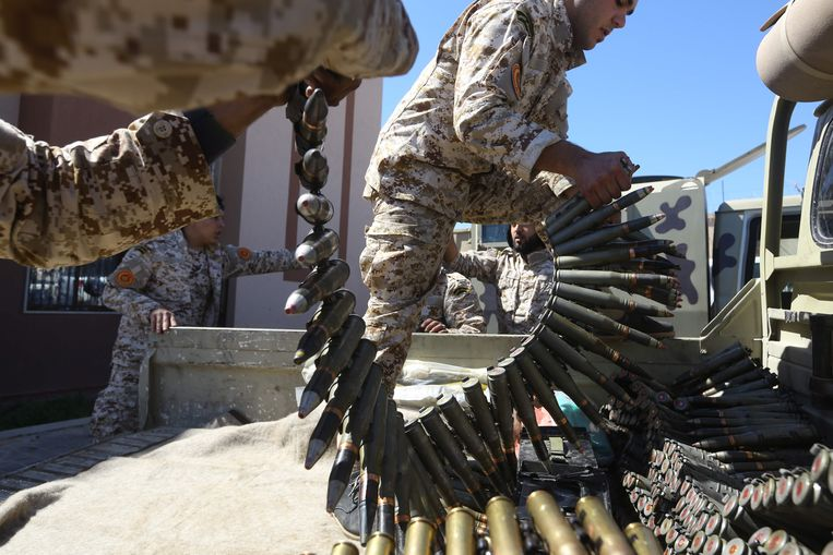 In Libië woedt al sinds 2011 een bloedige burgeroorlog. De regering in Tripoli heeft niet de macht over de rest van het land, daar maken lokale stammen de dienst uit. Beeld AFP
