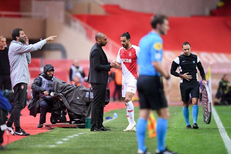 Chadli in de 0-4-nederlaag tegen PSG naar de kant.