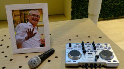 Afscheid met microfoon en mengpaneel: 100-tal vrienden en collega's brengen laatste eer aan radioman Frank De Laet