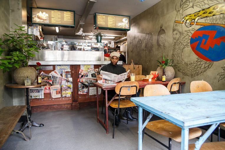 Voor ceviches, empanadas, sandwiches, streetfood en aguas frescas ga je naar Little Sal. Beeld Carly Wollaert