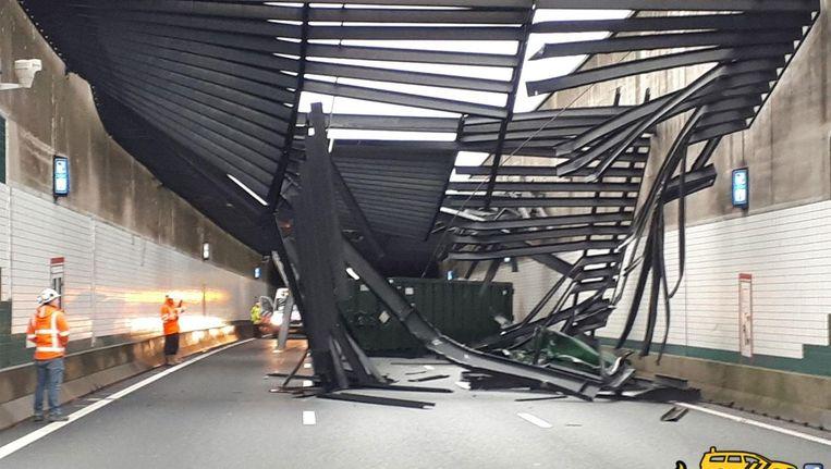 Schade aan de Zeeburgertunnel. Beeld Twitter / Team Hoofdwegen