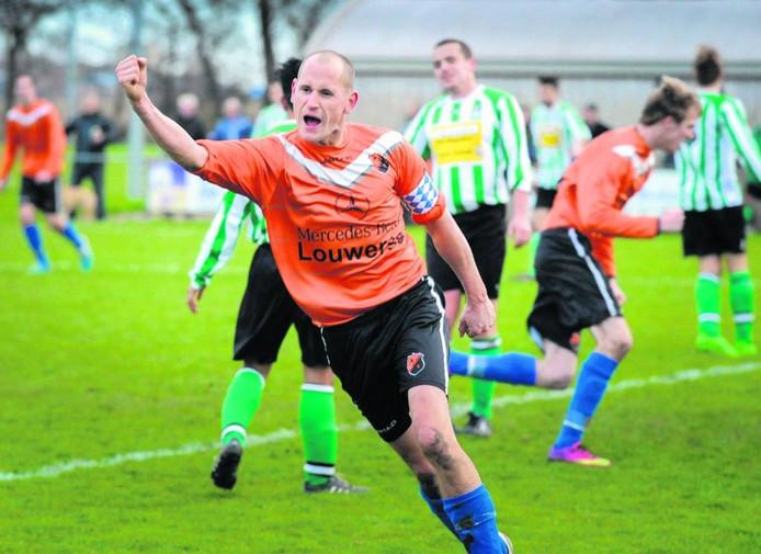 Voor de laatste keer was zaterdag in Burgh-Haamstede het oranje shirt van DFS te bewonderen. De club gaat op in FC De Westhoek. FOTO DIRK-JAN GJELTEMA