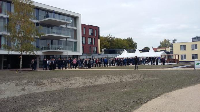 Drukte bij de officiële opening van de afdeling somatiek en het paramedisch centrum van Ter Weel Goes.