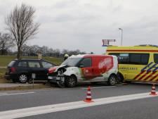 Vrouw bekneld in auto na ongeluk bij Markelo