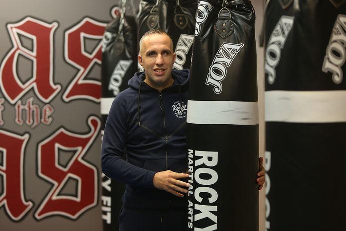 Faldir Chahbari heeft een inbreker in zijn sportschool een les gegeven in het kickboxen.