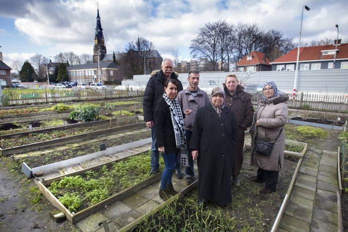De tuinders van de Gildebuurt, van links naar rechts Jan Vietje, Hadice Turan, Toni Sanderson, Hadisese Turan, Maria Manders en Safea Sakkal.