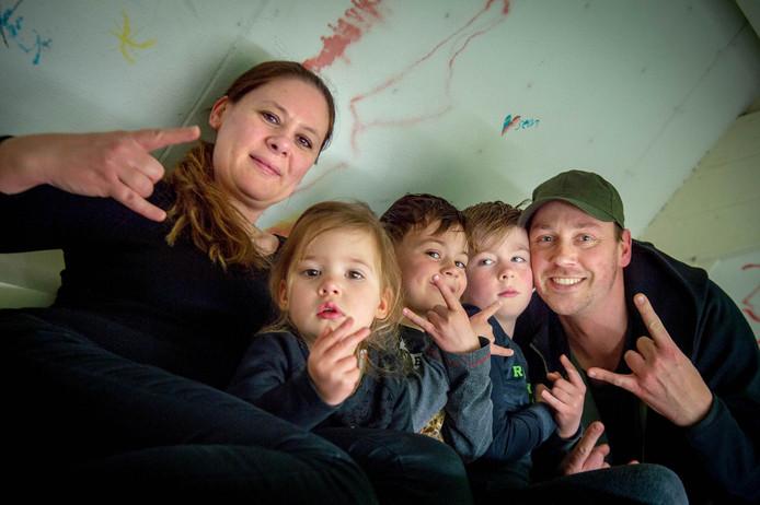 De Bakkertjes uit Beuningen: moeder Irm, dochter Pip, zoon Jesse, zoon Sem en vader Ramon de Bakker.