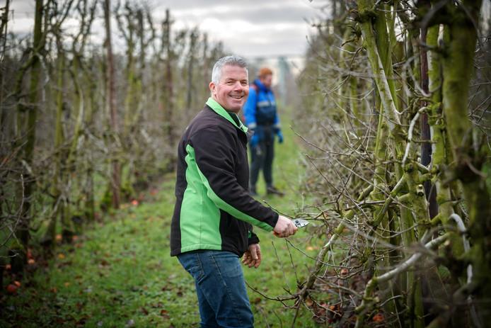 Joël Roks is nog een échte fruitteler in hart en nieren, maar moet vooral de boer op om steeds nieuwe markten aan te boren.