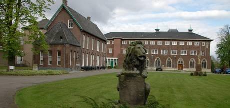 Tent op terrein abdij Mariënkroon in Nieuwkuijk is legaal