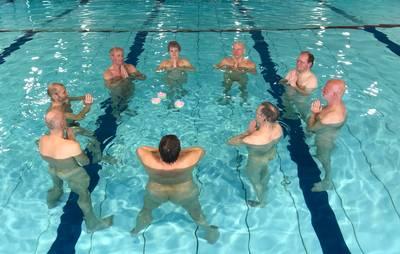 %E2%80%98blote-plons%E2%80%99:-naaktzwemmen-is-spetterend-succes-in-deventer