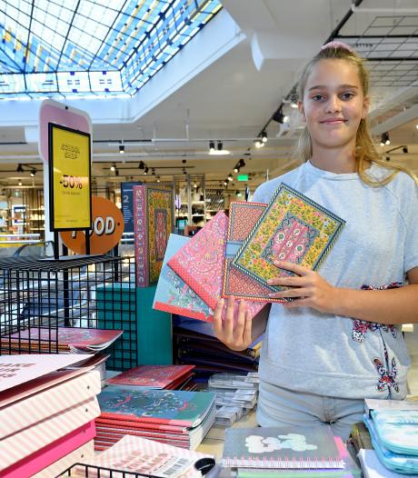 Scholieren shoppen kritisch hun favoriete schoolspullen bij elkaar