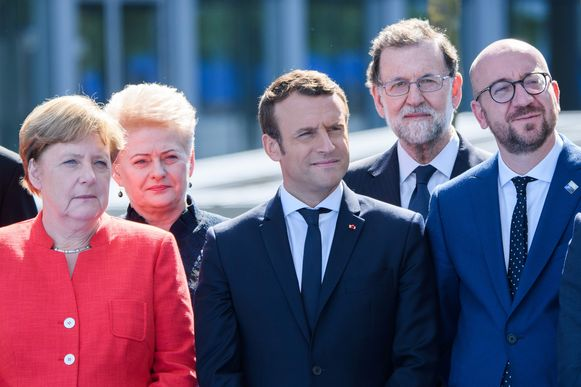 De Duitse bondskanselier Angela Merkel, de Franse president Emmanuel Macron en Charles Michel, sinds 1 december voorzitter van de Europese Raad.