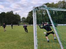 Ook voetballers van standaardelftallen pakken de draad weer op: 'Sociale aspect belangrijker dan trainen'