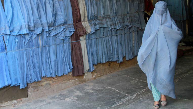 Een boerkadraagster in Afghanistan. Beeld EPA
