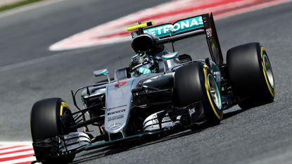 Rosberg klokt snelste tijd in tweede vrije oefenritten