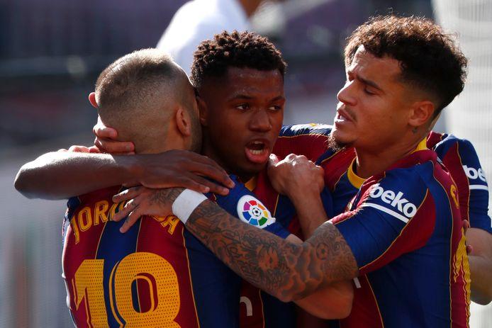 FC Barcelona-aanvaller Ansu Fati juicht na zijn treffer tegen Real Madrid.