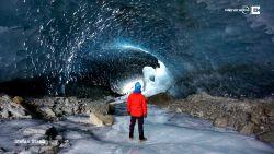 VIDEO. Wandel mee door deze adembenemend mooie ijsgrot