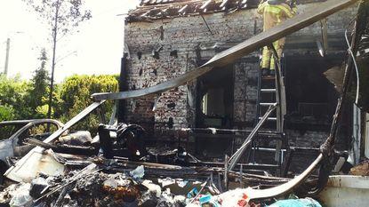 Hevige brand veroorzaakt door slecht gedoofd smeulend afval