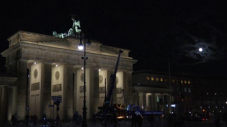 Blauwe maan verlicht Brandenburger Tor