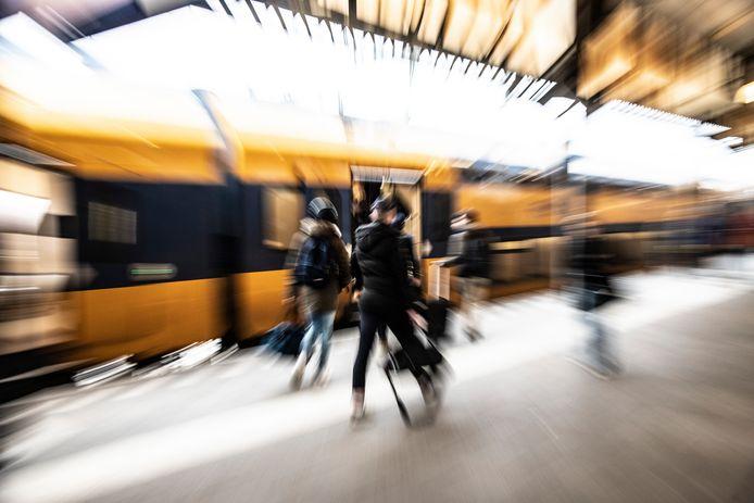 Foto ter illustratie: een intercity op station Nijmegen.