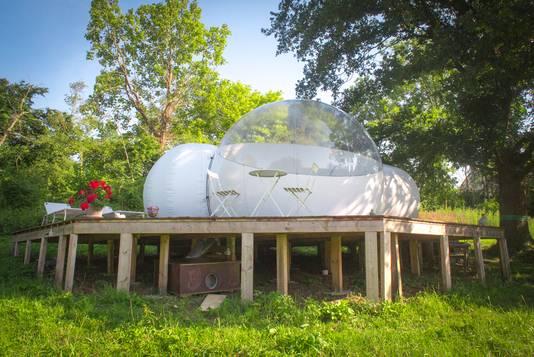 La bulle peut accueillir deux personnes pour une ou plusieurs nuits.