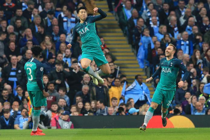 Heung-Min Son viert zijn goal.