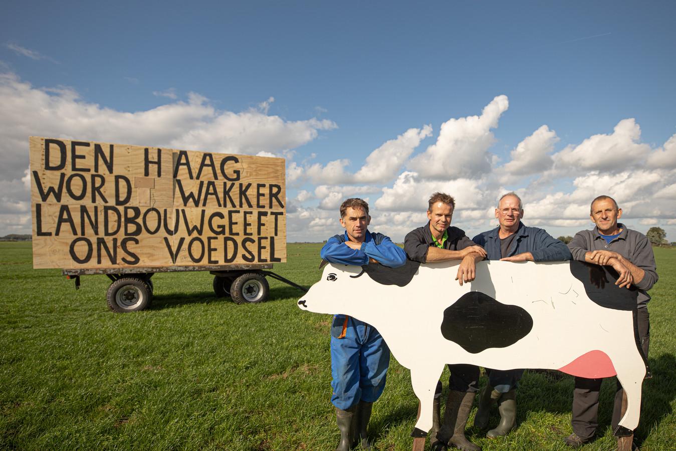 Het boerenprotest was maandagavond als zichtbaar langs de A1 tussen Amersfoort en Baarn. Bunschoter boeren hebben al grote tekstborden geplaatst.