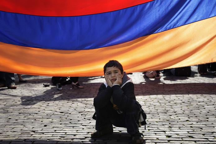Een Armeense jongen bij een toespraak tijdens de herdenking van de slachtoffers van de Armeense genocide, april 2017.
