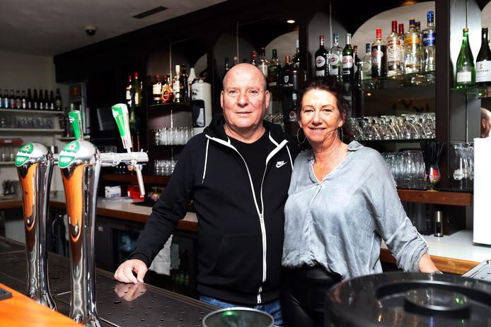 Henny van Os en zijn vrouw Patricia konden de teloorgang van De KO niet aanzien en kochten het restaurant terug.