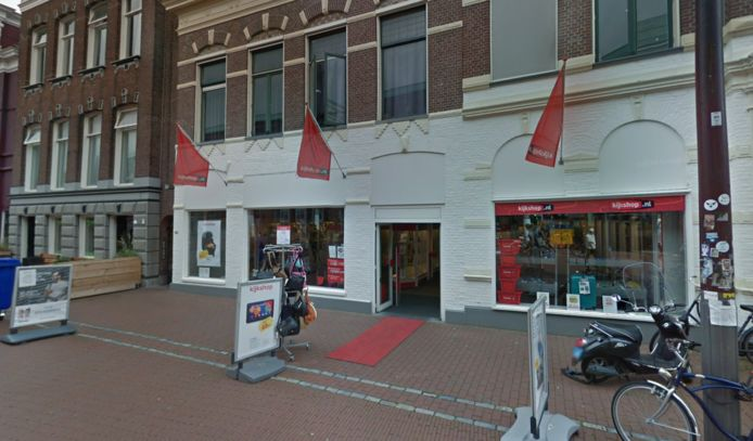 In dit pand, waar vroeger de elektronicaketen Kijkshop zat, moet de nieuwe Albert Heijn vesting komen.