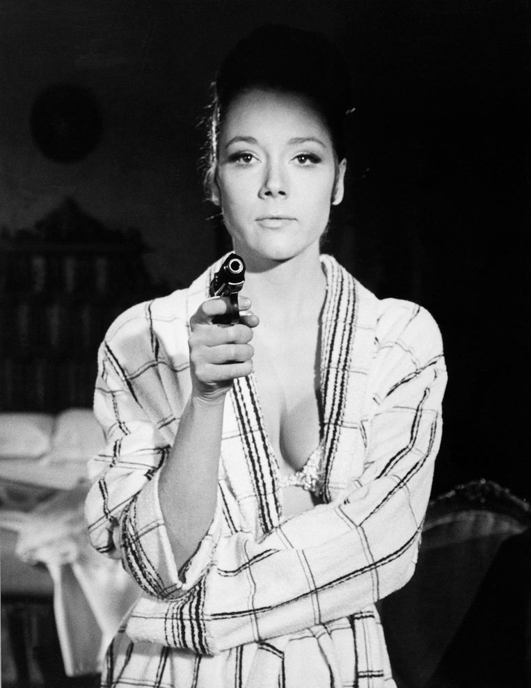 Actrice Diana Rigg op de set van 'On Her Majesty's Secret Service'. Beeld Bettmann Archive