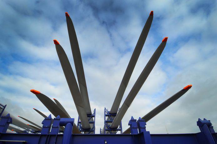 De bouw van windpark Borssele in Vlissingen-Oost. Het is de vraag of Zeeland genoeg kabel heeft om die windstroom tre transporteren