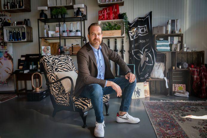 Niels Peters van Promo Art Huissen krijgt een Arnhems Complimentje.