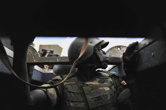 Een Ugandese soldaat nadat zijn konvooi door al-Shabaab-strijders bij Ballidoogole (Somalië) onder vuur is genomen.