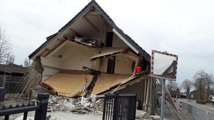 De schade in de ochtend, nadat er snachts nog door bewoners met hulp uit de buurtbewoners  verder is puin geruimd.