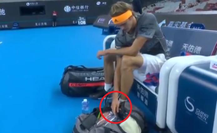 Zverev a-t-il utilisé son smartphone lors du duel face à Tsitsipas?