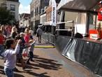 Kidz-dj vermaakt volle terrassen in Harderwijk
