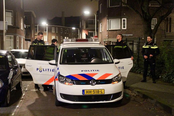 Twee inbrekers zijn vannacht op heterdaad betrapt bij een woning in de Fabritiusstraat in Den Haag.