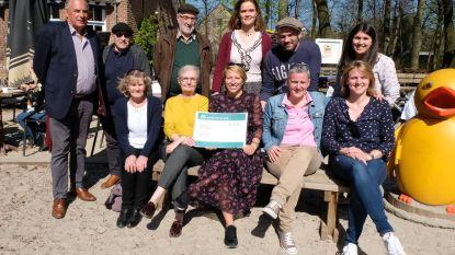 Rood Seniorenfeest schenkt 1.100 euro aan t'ASS