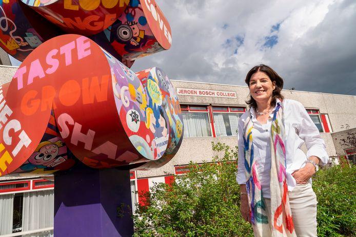 Elke ochtend als Marjo van IJzendoorn het Jeroen Bosch College binnenstapt, is ze zich bewust van de eindigheid van de school. Over precies twee jaar is het einde verhaal voor het sterk gekrompen JBC, zo werd afgelopen oktober duidelijk.
