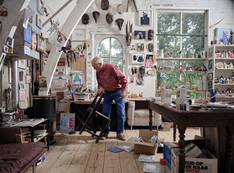 Klaas Gubbels in zijn atelier. Beeld Erik Smits