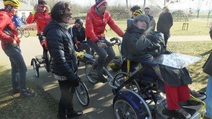 Jasper Stuyven en co fietsen rondje met bewoners Heilig Hart
