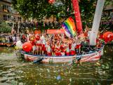 Dampende beats stuwen bootjes Canal Pride over Oudegracht