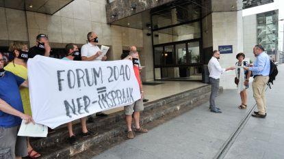 Forum 2040 onder protest van start