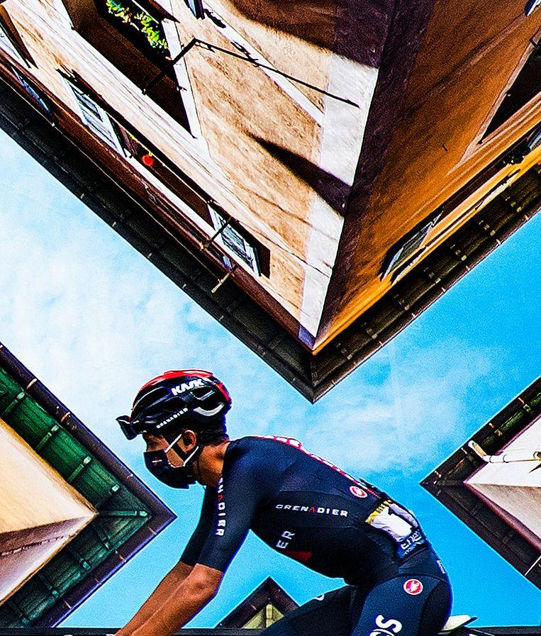 Egan Bernal, de winnaar van vorig jaar, voor de start van de etappe. Klaas Jan van der Weij kreeg wel honderd reacties: hoe heeft hij dit gemaakt? Beeld Klaas Jan van der Weij