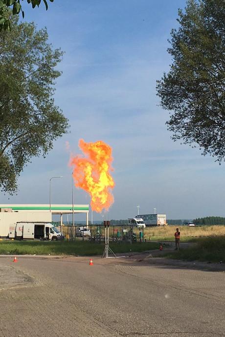 Lange file op A12 door steekvlam bij benzinepomp Duiven