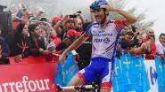Pinot wint koninginnenrit na sterk nummer op legendarische beklimming naar Lagos De Covadonga, Yates blijft leider