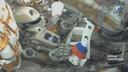 Fedor zwaait aan boord van de Sojoez-capsule met een Russisch vlaggetje. 'Daar gaan we!', riep hij.