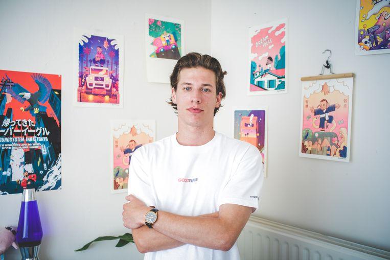 Robin Velghe, zeg maar Rhymezlikedimez, bij enkele van zijn werken.