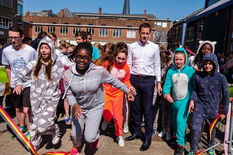 Minister Alexander De Croo gaf  het startschot voor Run for Forest in het Sint-Jozefsinstituut.